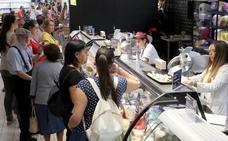 Los clientes abarrotan el estreno del híper de Carrefour en Segovia