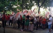 Concentración contra el despido de un delegado sindical de CC OO en Palencia