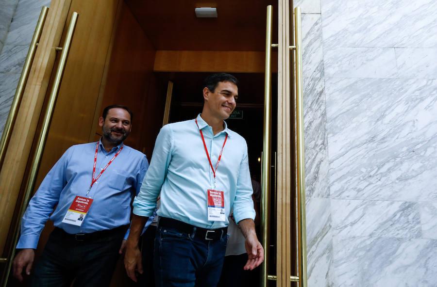 Sánchez se rodea de una comisión ejecutiva antimotines