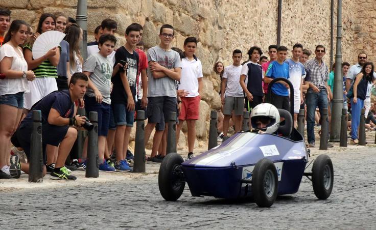 Alumnos del colegio Maristas de Segovia presentan los vehículos con los que competirán en el Challenge de Burgos
