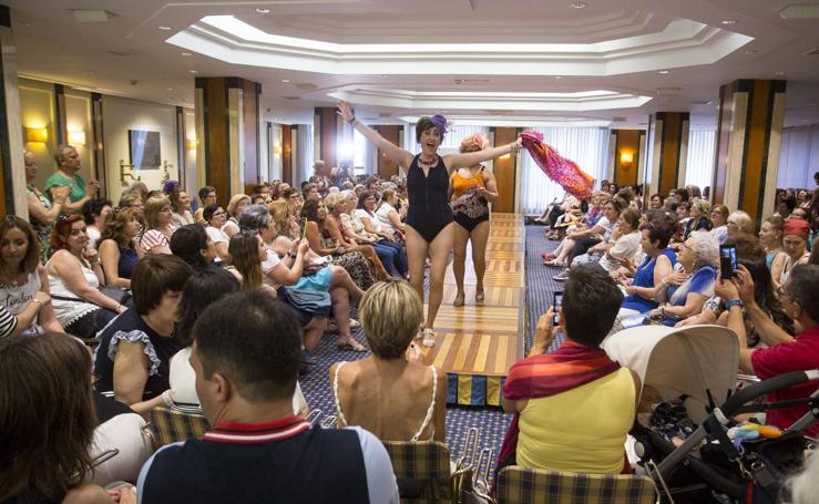 Desfile de moda de baño para mujeres mastectomizadas en Valladolid