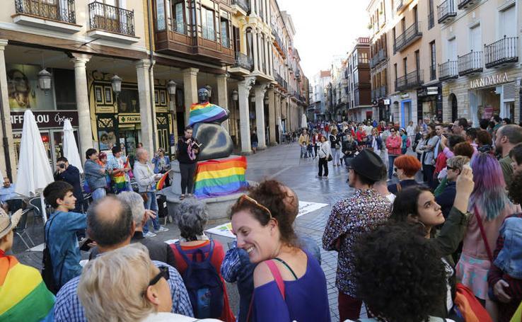 Concentración en Palencia en el Día Internacional del Orgullo LGBTI
