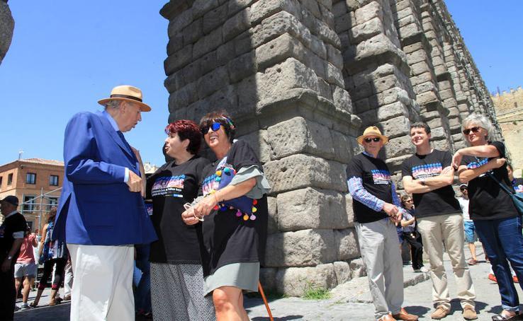 Segovia celebra los 25 años sin tráfico bajo el Acueducto