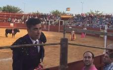 El torero Marco Antonio Gómez pide matrimonio a su novia en un brindis
