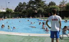 Las piscinas cierran la primera quincena de julio con una elevada cifra de usuarios
