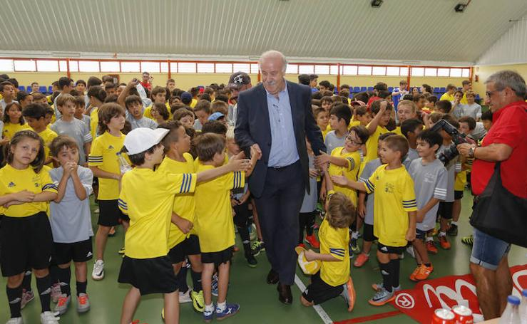 Vicente del Bosque visita su Campus deportivo en Salamanca