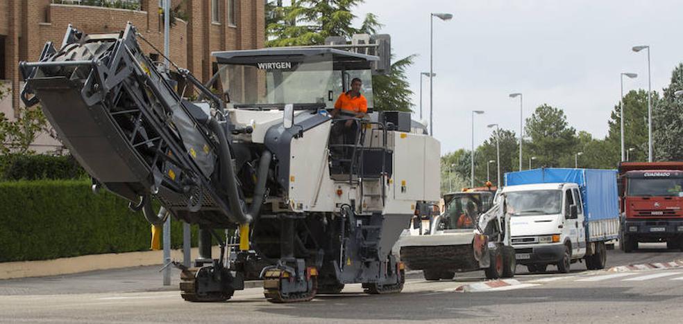 Urbanismo arranca una campaña de asfaltado de 409.000 euros en 26 vías