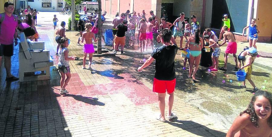 Una guerra de globos de agua abre las fiestas de Santo Domingo de Guzmán