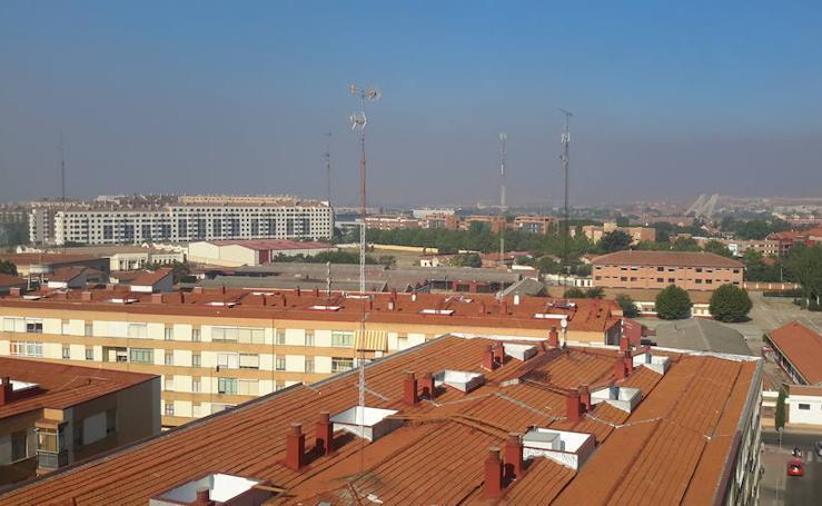 Imágenes del humo en Castilla y León por el incendio de Orense