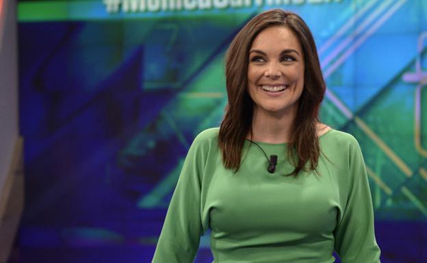 Mónica Carrillo hace de Matías Prats con un chiste sobre veganos