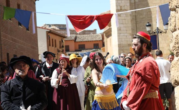 Becerril festeja la visita del emperador