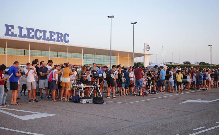 Decenas de personas observan el eclipse en Salamanca