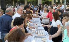 Los vallisoletanos degustan 8.500 raciones del postre de San Lorenzo