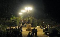 Centenares de jóvenes tomaron Las Moreras en la víspera del día festivo