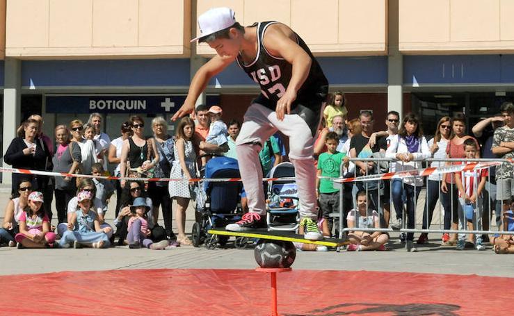 Muestra de circo en la Feria de Valladolid
