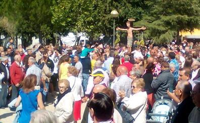 La ermita del Cristo de los Pinares acoge a miles de devotos de las comarcas de La Moraña y Tierra de Arévalo