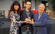 Alberto de la Rocha recoge el premio Ateneo de Novela