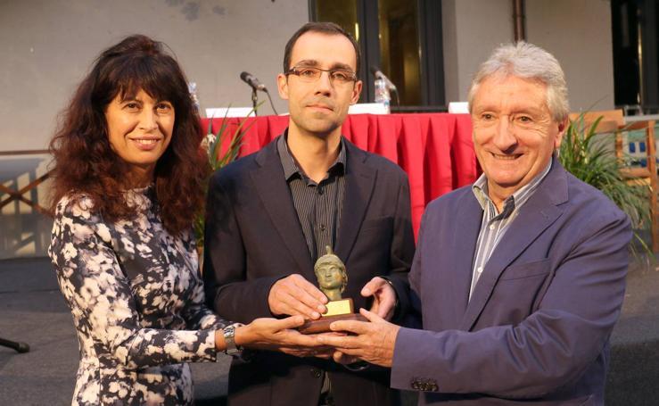 Alberto de la Rocha recibe el Premio Ateneo de Novela Ciudad de Valladolid