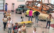 Los SEAT 600 estarán aparcados otro mes en el Museo de Historia de la Automoción