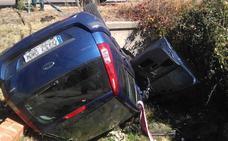 Tres vehículos colisionan en un cruce junto a Candeleda