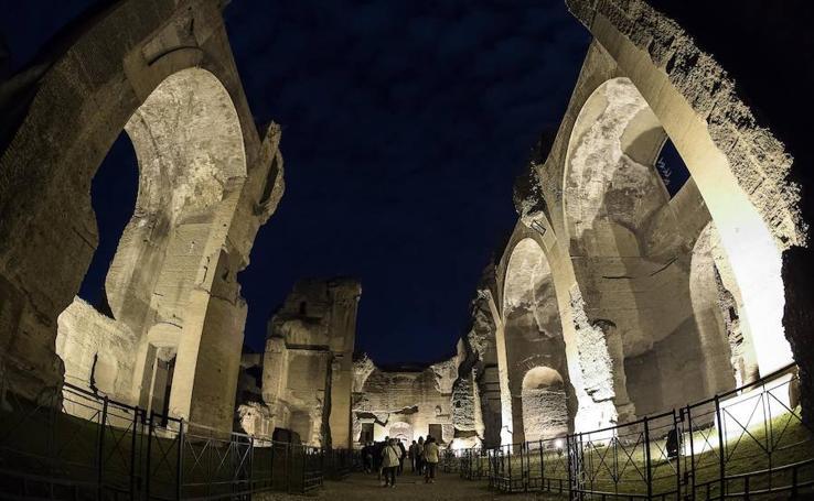 Visita nocturna a las Termas de Caracalla en Roma