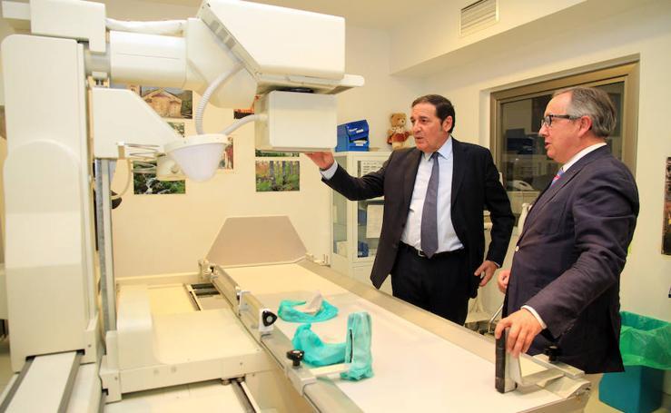 El consejero de Sanidad visita el hospital de Segovia