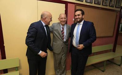 Villalón nombra Hijo Adoptivo a Antonio Piedra en un emotivo acto