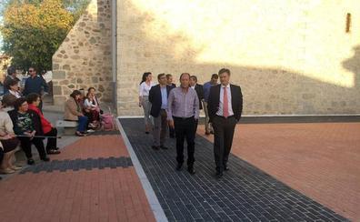La Plaza de la Iglesia de Bercial luce ya su nueva imagen