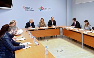 La Junta y los agentes sociales abren dos mesas de trabajo para mejorar las prestaciones de Dependencia
