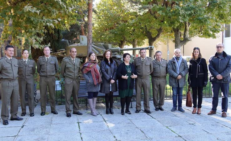 La corporación municipal visita la Base Mixta de Segovia