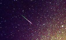 Una bola de fuego brillante se pasea por el cielo de Cuenca