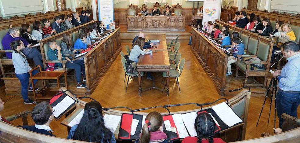 30 escolares protagonizan un pleno municipal el Día de la Infancia