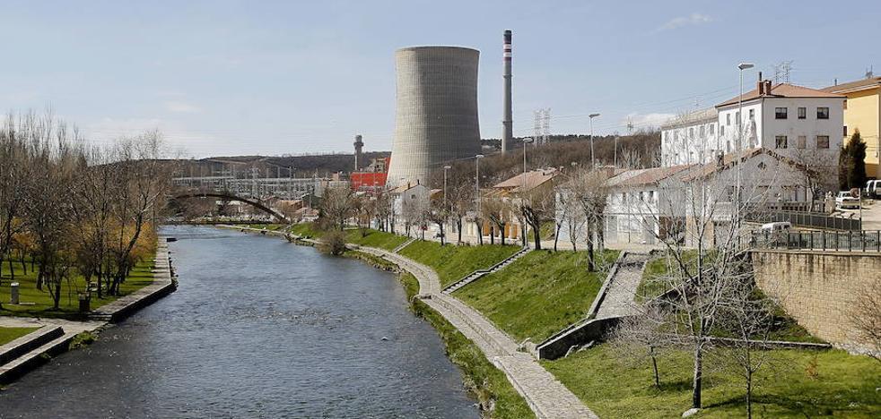 Los trabajadores apoyan la idea de reconvertir la térmica de Velilla en una central de biomasa