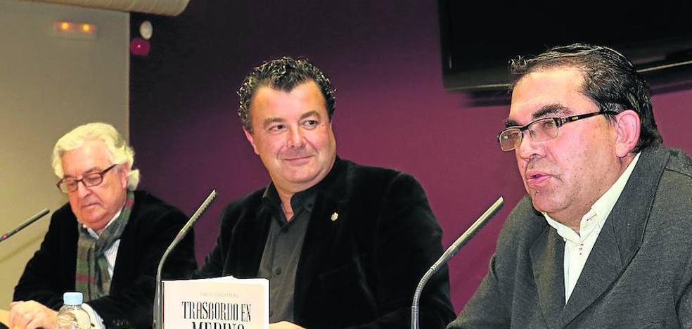 Cañamero presentó 'Trasbordo en Medina' en la Casa Revilla