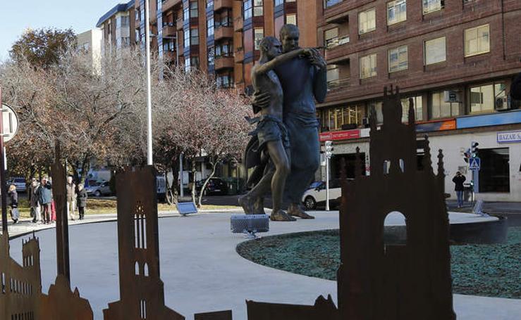 Inauguración de la escultura de San Juan de Dios en la rotonda de San Lázaro de Palencia