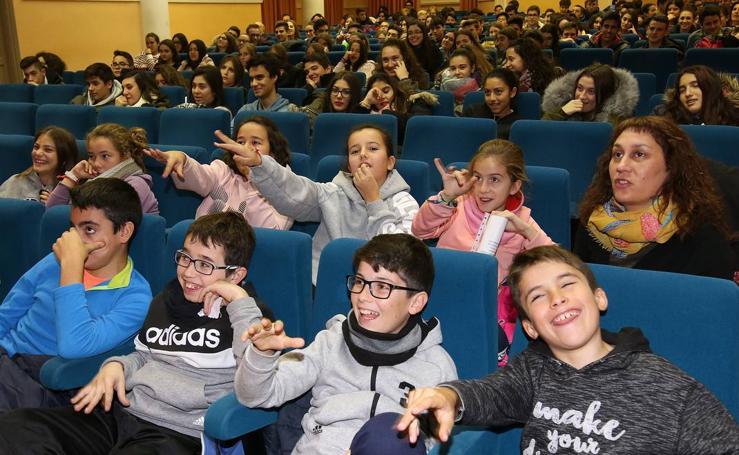 El Festival Internacional Abbapalabra acerca la poesía a los estudiantes de Carbonero