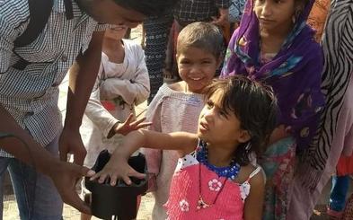 Leer las venas de la mano para identificar a los niños de India