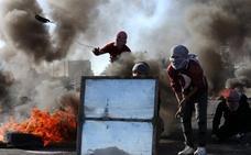 Dos muertos y más de 300 heridos en Día de la Ira contra decisión de Trump