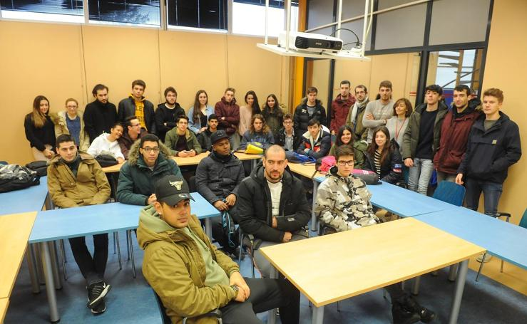 Alumnos de STARTinnova realizan una visita a la empresa AMRI