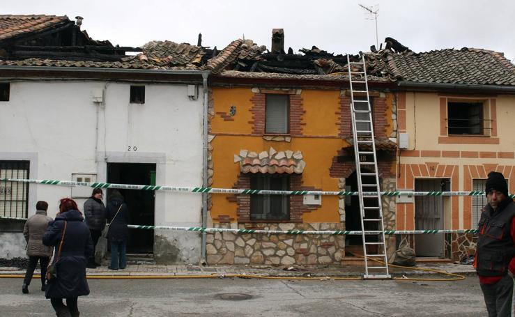 Un incendio en Sauquillo arrasa tres viviendas y parte de una cuarta