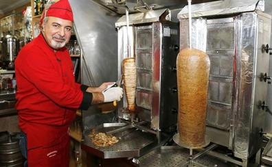 La venta de kebabs cae un 25% por el bulo de su prohibición