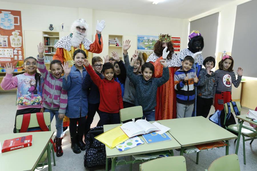 Los Reyes Magos llegan al colegio de la Caja gracias a Insolamis