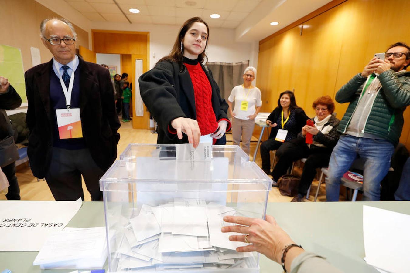 Las imágenes más curiosas de la jornada electoral en Cataluña