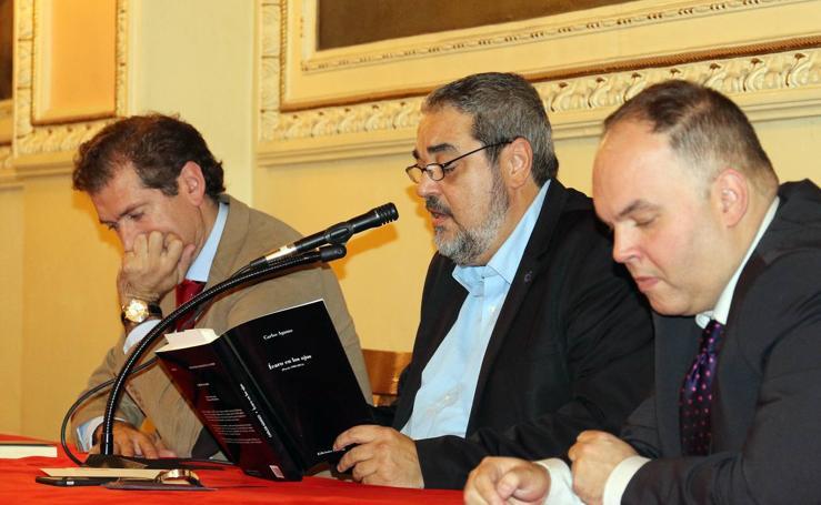 Carlos Aganzo presenta su poemario 'Ícaro en los ojos' en el Círculo de Recreo de Valladolid