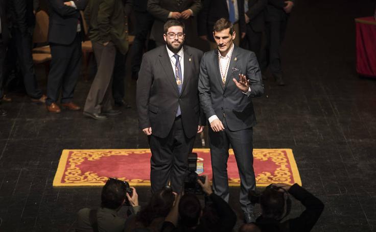 Entrega de la medalla de Oro de la Diputación de Ávila a Íker Casillas