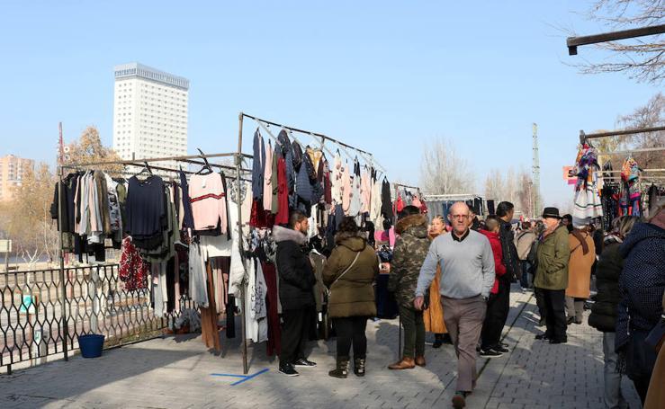 Primer día del mercadillo «en pruebas» en las Moreras
