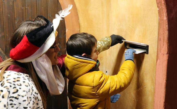 El cartero real atiende las peticiones de los niños vallisoletanos