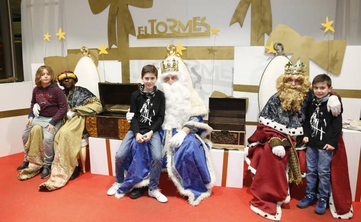 Los Reyes Magos llegan al centro comercial El Tormes