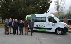 Una furgoneta se convierte en el primer regalo del año de la asociación Pronisa