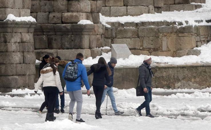 El hielo y la nieve obligan a extremar la precaución en las calles de Segovia